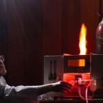 Chemisches Leuchten: Chemiker demonstriert Funktionieren bei Kinder-Uni