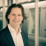 """Pionier für vernetzte Energieautarkie: Timo Leukefeld nimmt die Zuhörerinnen und Zuhörer mit in eine Welt, in der Energie """"verschwendet"""" werden darf.Foto: Copyright - Timo Leukefeld."""