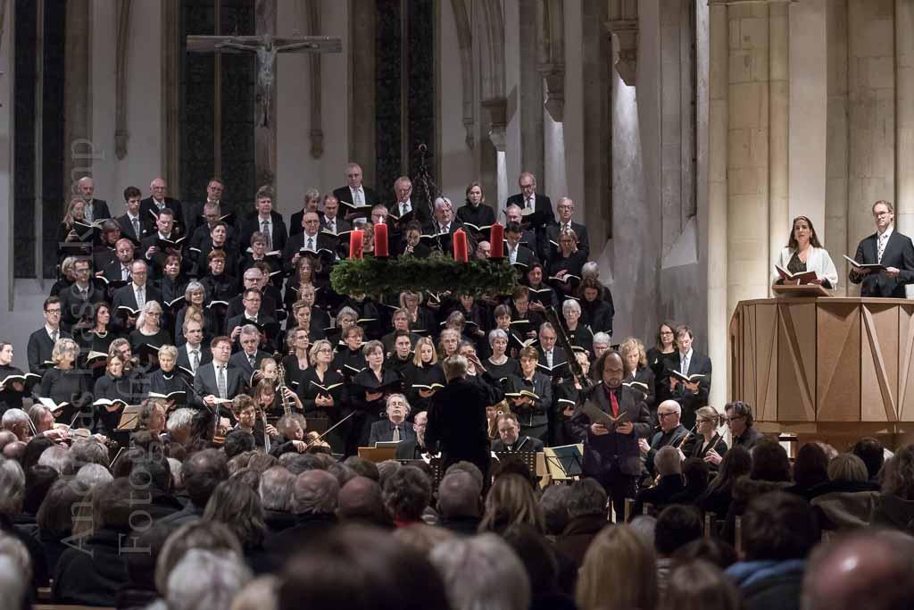 Weihnachtsoratorium mit Strahlkraft in der Apostelkirche Klaus Vetter dirigiert zum elften und letzten Mal Bachs Meisterwerk