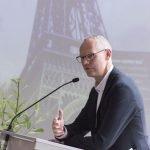 """Zum """"Schlusspunkt"""" der ESPA begrüßte der Schulleiter, Norbert Göttker, viele Redner - und einen Video-Gruß zweier ESPA-Schülerinnen aus Paris"""