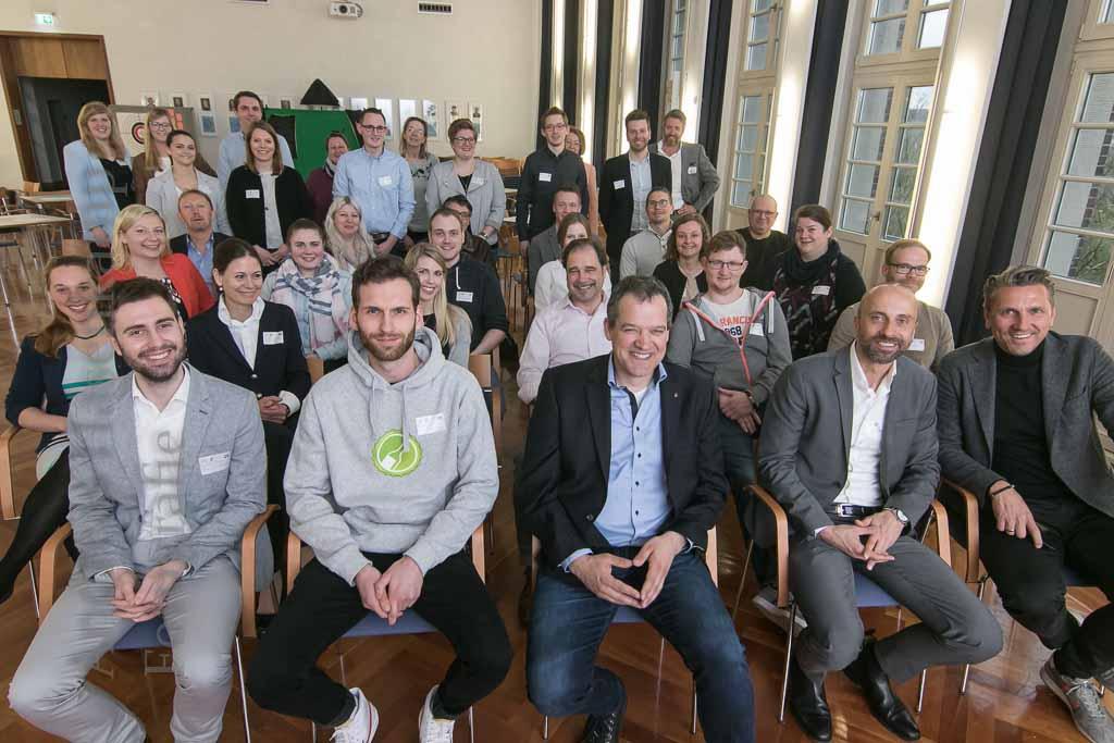 Alumni-Netzwerk der Fachschule Wirtschaft am Hansa-Berufskolleg gegründet Thomas Schönhoff erzählt aus einem wechselhaften Leben