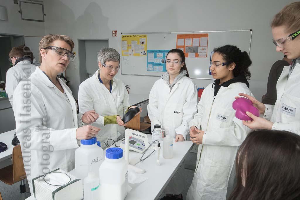 Berufsbilder in der Schule praktisch vermittelt: MINT-Parcours im Rats-Gymnasium 5