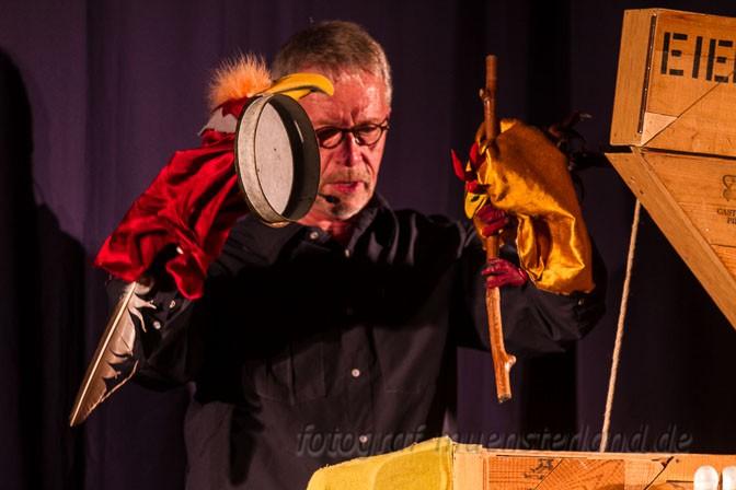 Aufführung von 'Alfred im Stroh und anderswo' in der Westfäl. Schule für Musik an der Himmelreichallee, Theater Laku Paka, Günter Stanieski.