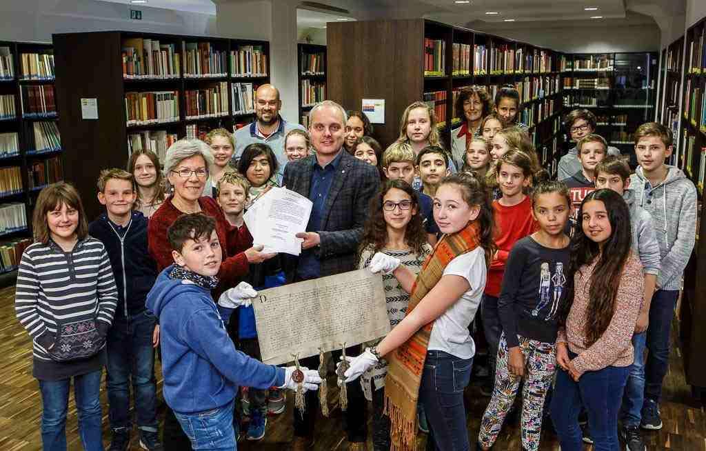Ratsgymnasium und Stadtarchiv Münster sind jetzt Bildungspartner Türen zum historischen Lernen öffnen