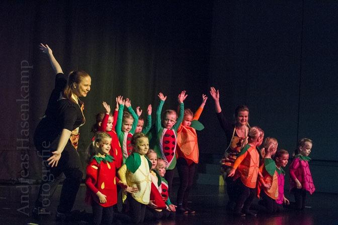 KG Schlossgeister präsentiert Tänzerinnen und Schlossknacker-Zorro 2