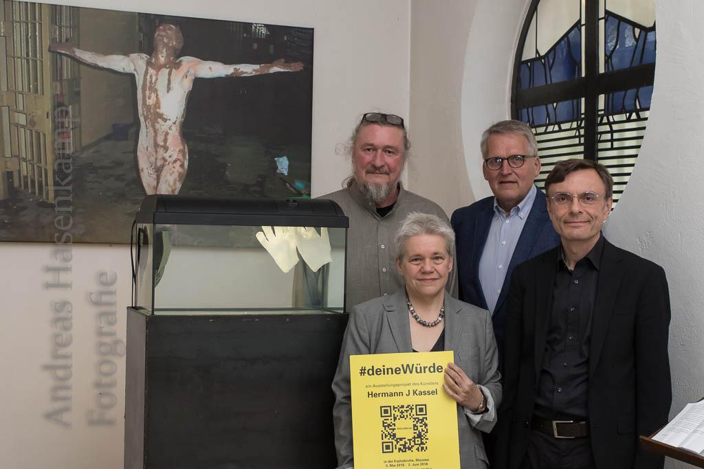 #deineWürde: Anregende Ausstellung in St. Erpho um Würde
