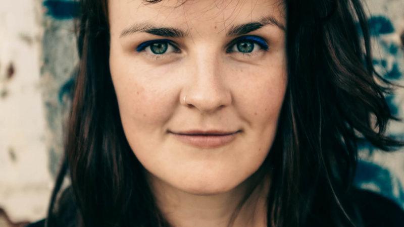 """Lisa Dellmann präsentiert beim Konzert zum Frauentag ihr Solo-Projekt """"Hymen"""".Foto: Christophe Nilles."""