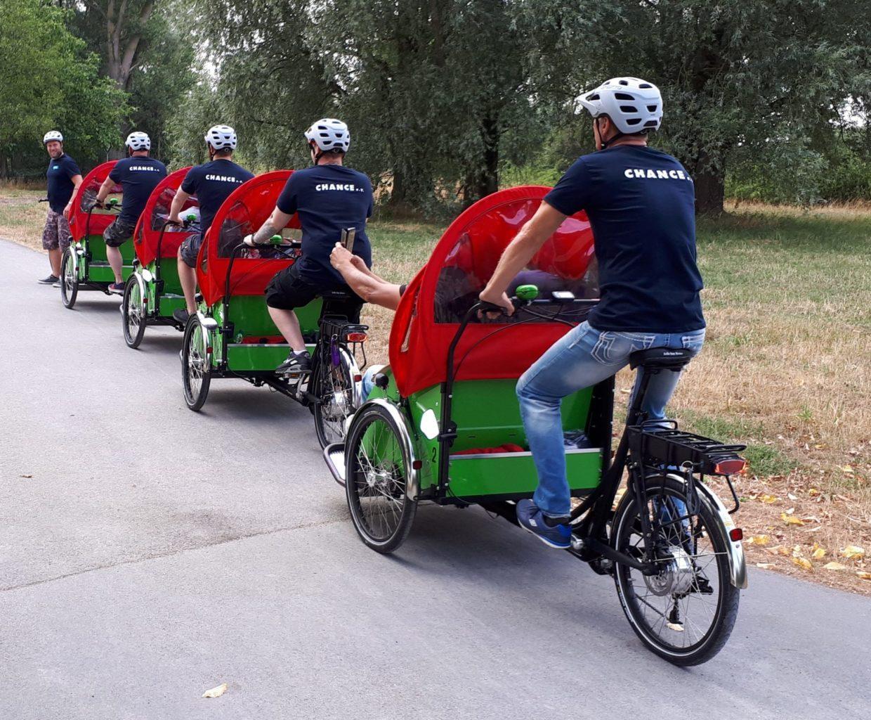 Viermal auf drei Rädern: Mit den Rikscha-Fahrern des Vereins Chance e.V. unterwegs – das Angebot gilt für ältere Menschen in Hiltrup-Ost. Foto: Presseamt Münster.
