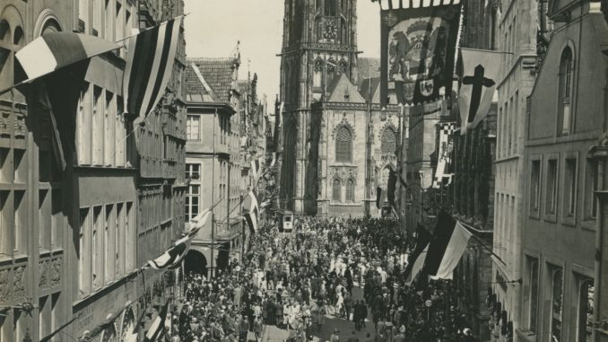 Prinzipalmarkt in Münster währned des Katholikentags 1930.