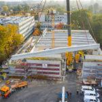 Photovoltaik-Anlage auf Dach auf neue Sporthalle in Münster
