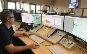 Thomas Lahme, Systemadministrator für Einsatzleitrechner, sorgt bei der Feuerwehr Münster dafür, dass seine Kollegen Menschen in Notlagen schneller finden: Moderne Smartphones übermitteln bei Notrufen Geokoordinaten an die Leitstelle, die an das Ortun