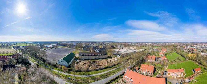 Panorama der Oxford-Kaserne in Gremmendorf: Der Exerzierplatz in der Mitte der Altgebäude wird zu einem kleinen Wohnviertel um einen gemeinschaftlich nutzbaren Garten. Foto: Presseamt Münster.