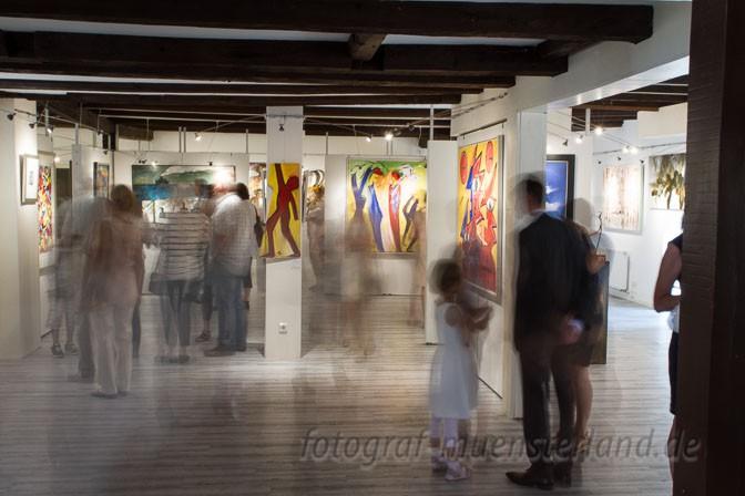 """Impressionen aus dem Erdgeschoss in der Ausstellung """"Exposition"""" der Galerie Rudi Fred Linke in Wolbeck."""