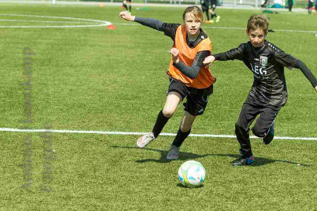 16. FußballFerienFreizeit des SC Kinderhaus motiviert Kinder 1