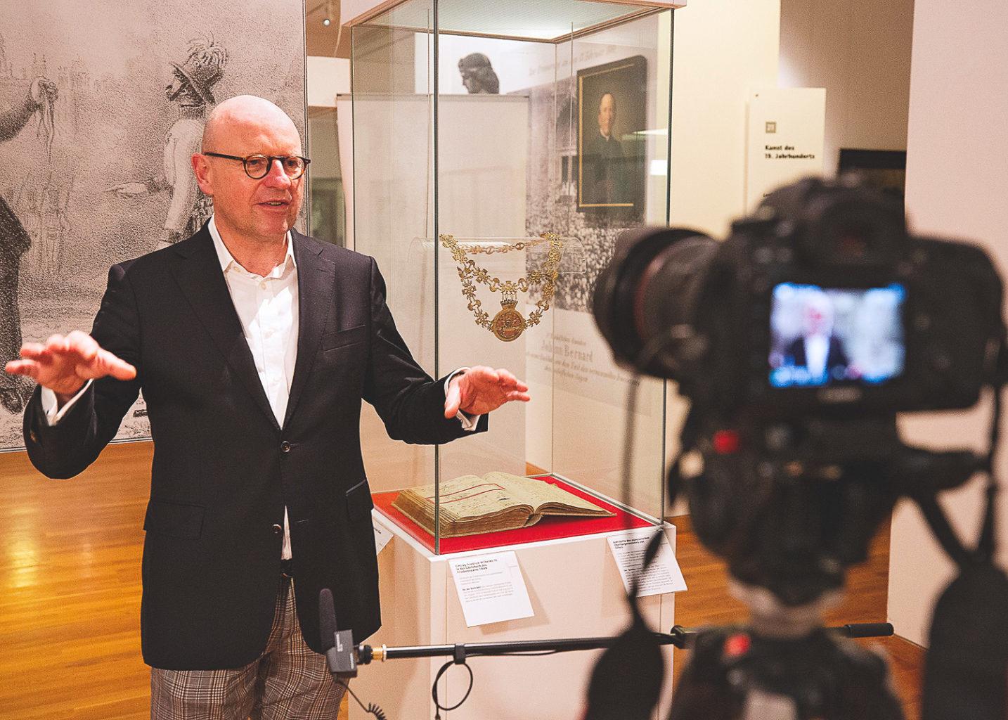 Oberbürgermeister Markus Lewe spricht über sein liebstes Ausstellungsstück im Stadtmuseum Münster.Foto: Stadtmuseum Münster.