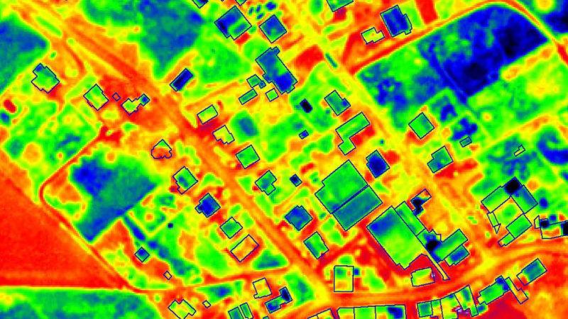 Thermografie-Bild von Dächern eines Wohngebietes. Aufnahme: COWI AS