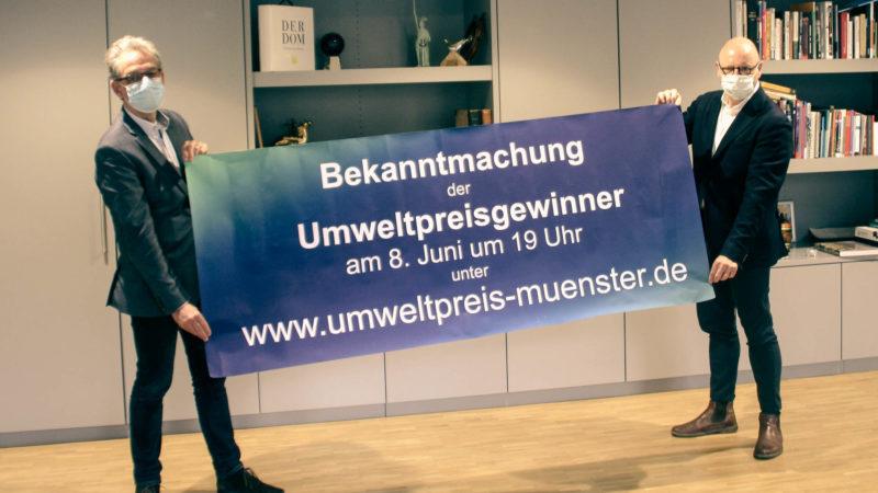 """Oberbürgermeister Markus Lewe (r.) und Nachhaltigkeitsdezernent Matthias Peck laden ein zur virtuellen Feierstunde """"Umweltpreis 2020"""". Foto: Stadt Münster."""