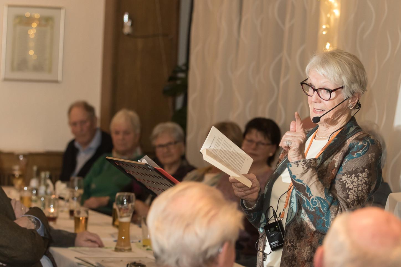 Usch Hollmann präsentierte Geschichten beim Heimatabend des Heimatvereins Wolbeck in der Gaststätte Sültemeyer. Foto: A. Hasenkamp.
