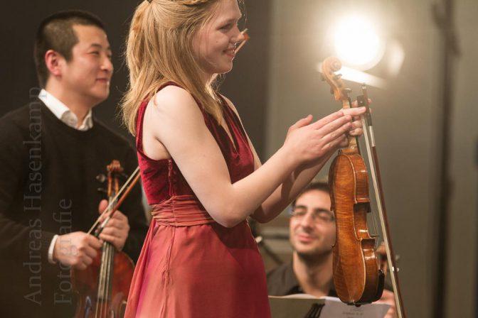 Erstes Konzert im Westfalen Forum der Westfalen AG am Albersloher Weg mit dem EinKlang-Orchester von Joachim Harder und der Solistin Judith Stapf. Foto: A. Hasenkamp, Fotograf in Münster.