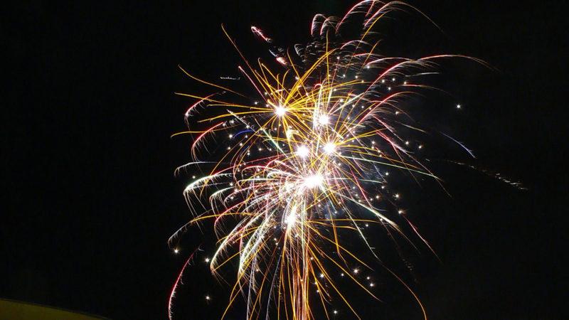 Feuerwerk über dem Weihnachtsmarkt 2008 in Münster-Wolbeck. Foto: A. Hasenkamp.