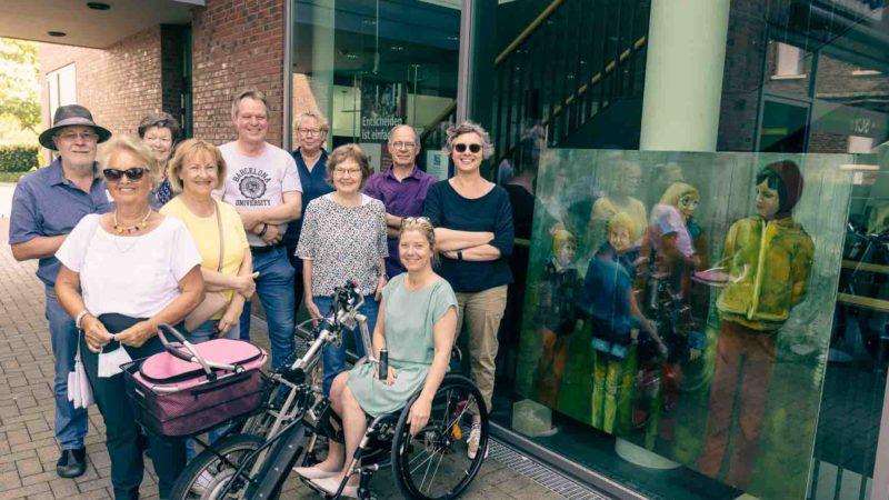 Radelte zu vielen der Schaufenster: Künstler und Gastkünstler des A.K.T. in Wolbeck. Foto: agh.