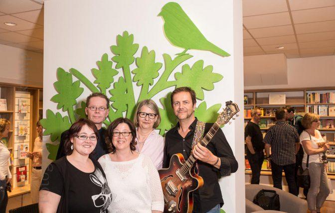 """Lesungs-Premiere im """"Buchfink"""": Nicole Müller (v.l.), Christoph Hochbahn, Regina Hermsen, Juliane Renate Wöhlermann und Ronald Lechtenberg. Foto: A. Hasenkamp, Fotograf in Münster."""