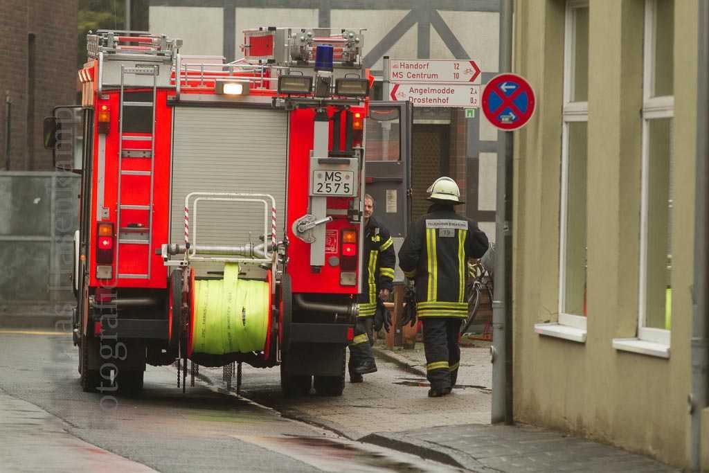 Wer am 1. Weihnachtstag nicht alles unterwegs ist in Wolbeck Pflegerin, Polizei und Freiwillige Feuerwehr im Einsatz zur Mittagszeit