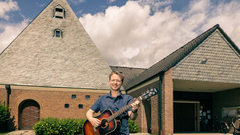 """Singt bald an einem """"Sunny afternoon"""" vor der Christuskirche in Wolbeck: Michael Mühlmann. Foto: A. Hasenkamp."""