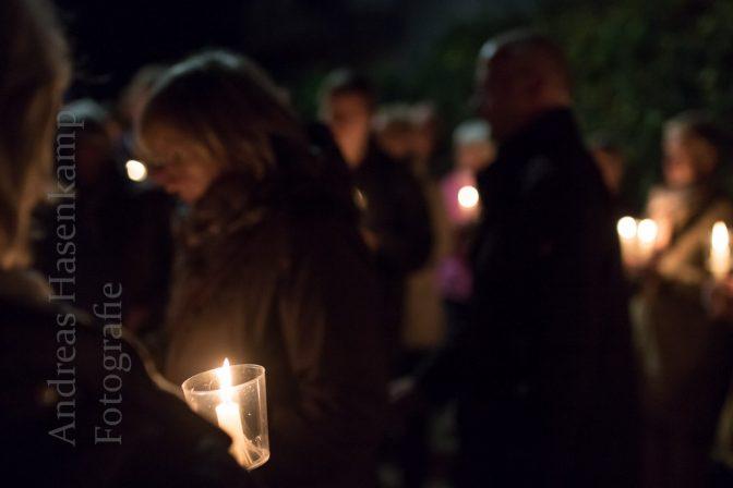 Kerzengang zum ehemaligen jüdischen Friedhof.