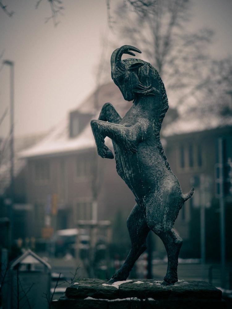 Ziegenbocks-Denkmal auf dem Marktplatz in Münster-Wolbeck. Foto: A. Hasenkamp.