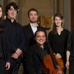 Orchestral arrangierte Cello-Suiten von Bach aufgeführt