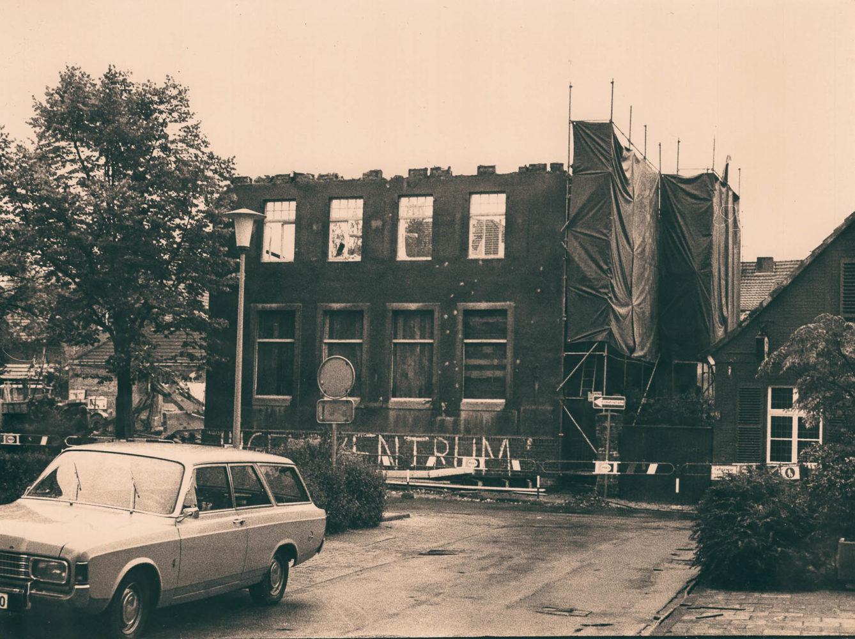 Foto vom Abriss der alten Volksschule in Wolbeck. Foto: Dr. phil. Johannes Hasenkamp.