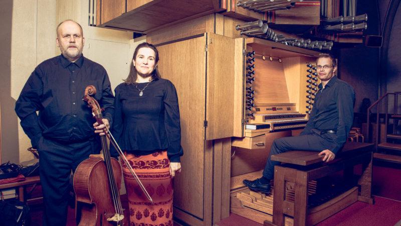 Ludwig Frankmar, Jana Czekanowski-Frankmar und Thorsten Schwarte bestritten den musikalischen Part der Andacht zu Fronleichnam. Foto: A. Hasenkamp.