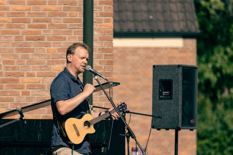 Michael Mühlmann auf der Bühne vor der Christuskirche