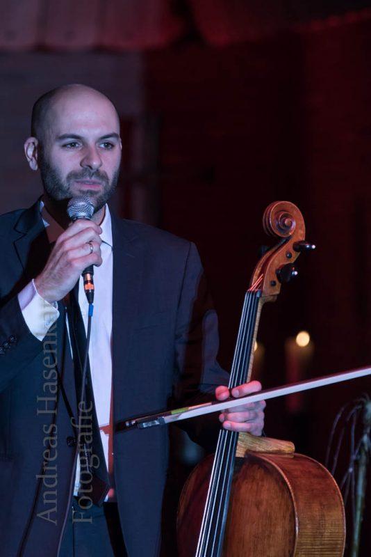 Daniel Sorour vom Modern Cello-Piano-Duo bei KulturVorOrt Wolbeck.