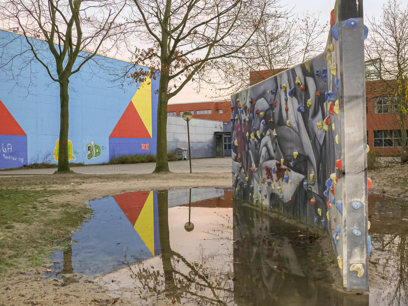 Kletter-Geräat vor der Dreifach-Turnhalle - im Bereich der Realschule Wolbeck. Foto: A. Hasenkamp.