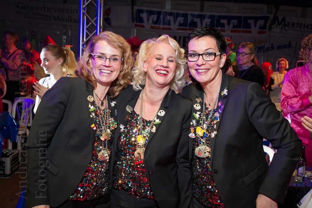 Die Gattinnen des Hippenmajors und seiner Adjutanten bei der Gala 2016 der KG ZiBoMo