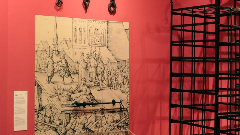 Eine Taschenlampenführung durch den Zwinger findet am Donnerstag, 15. Juli, ab 20 Uhr statt. Bei der nächtlichen Exkursion lässt sich die wechselvolle Geschichte des Zwingers vom ehemaligen Bollwerk zum Denkmal und Kunstwerk in ganz besonderer Atmosph